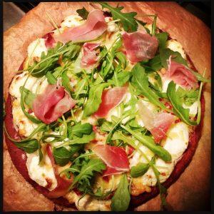 161128 pizza met bietenbodem